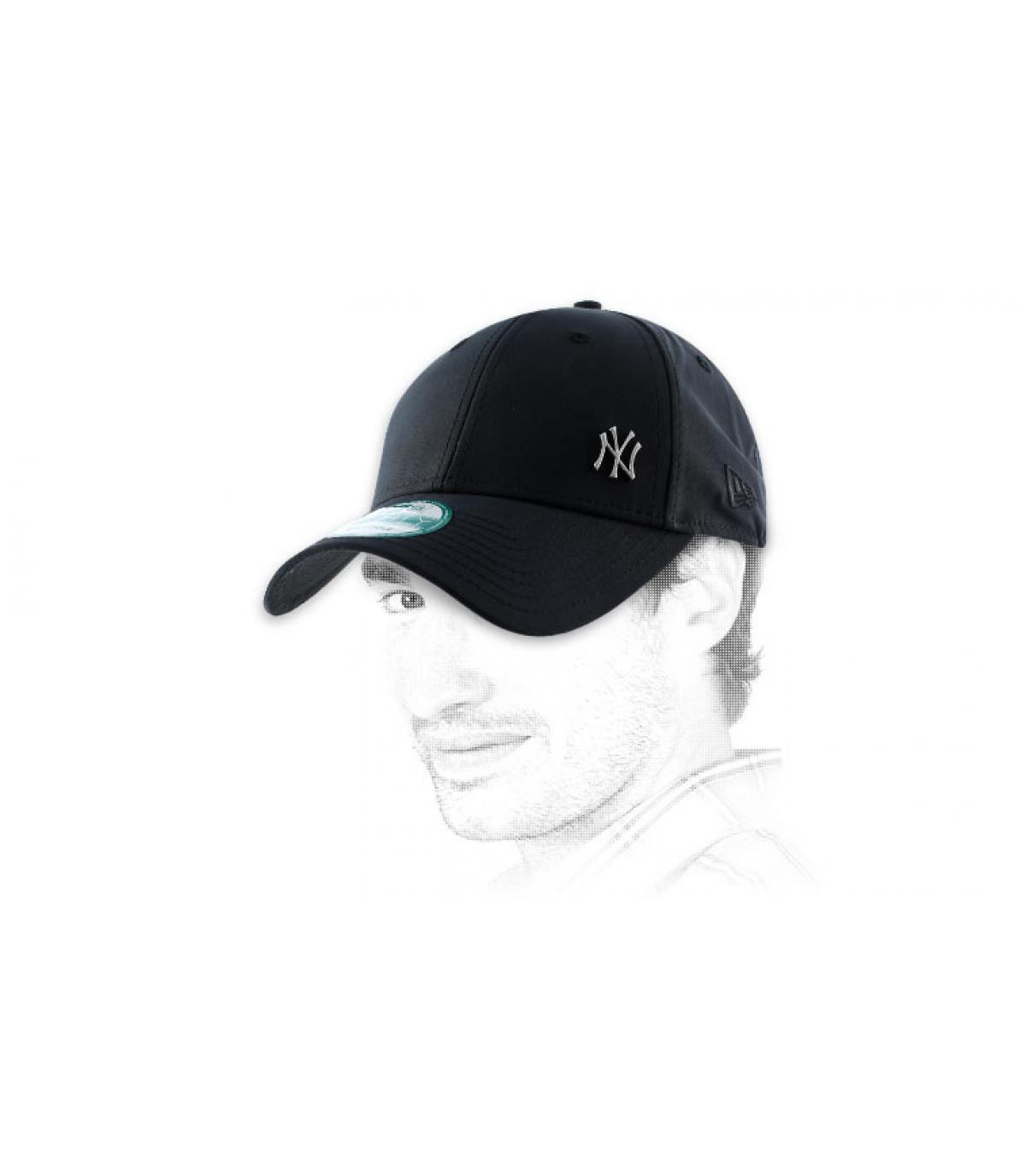 NY berretto nero piccolo logo