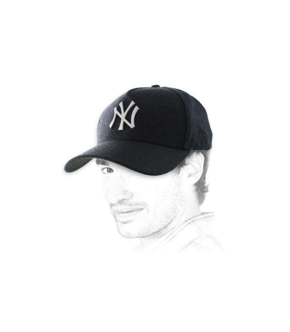 Nero logo in metallo cappello NY