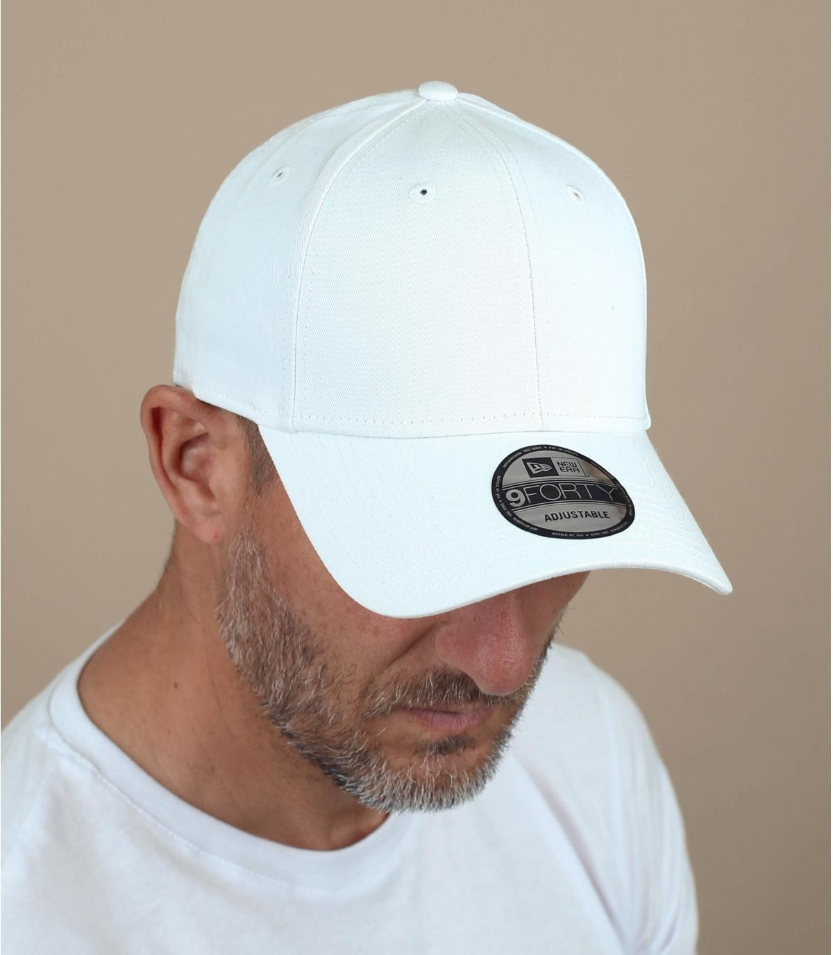 tappo bianco con visiera curva