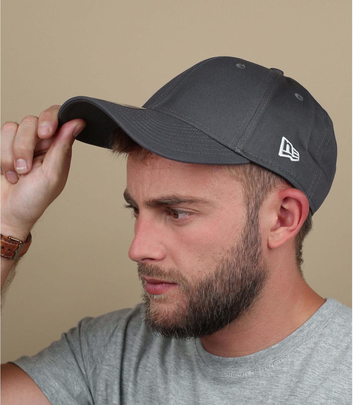 9Forty cappello grigio New Era