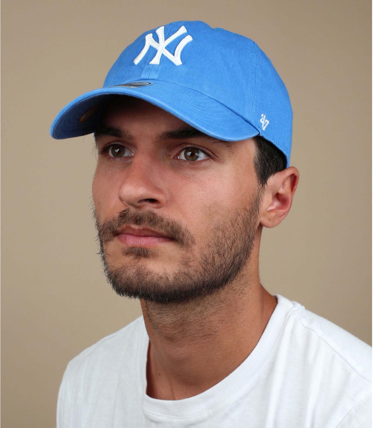 luce cappello blu NY