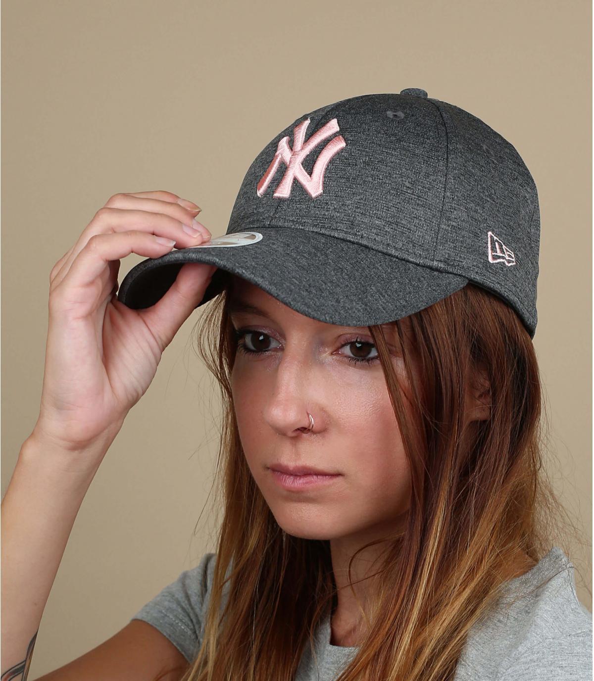 cappello grigio rosa donna NY