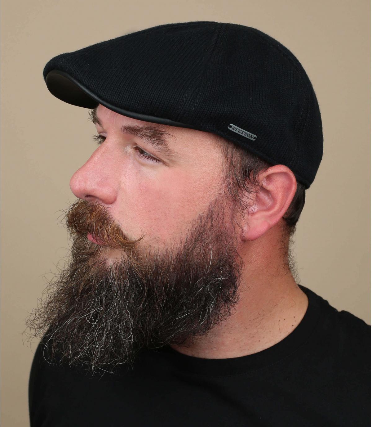Cappellino piatto nero