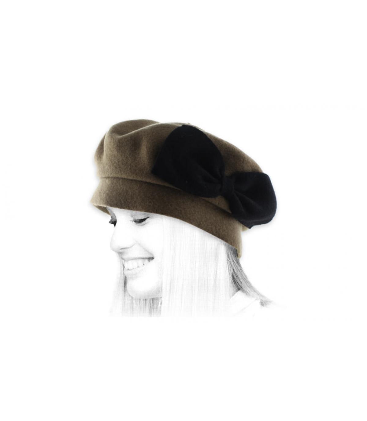 fiocco nero berretto beige