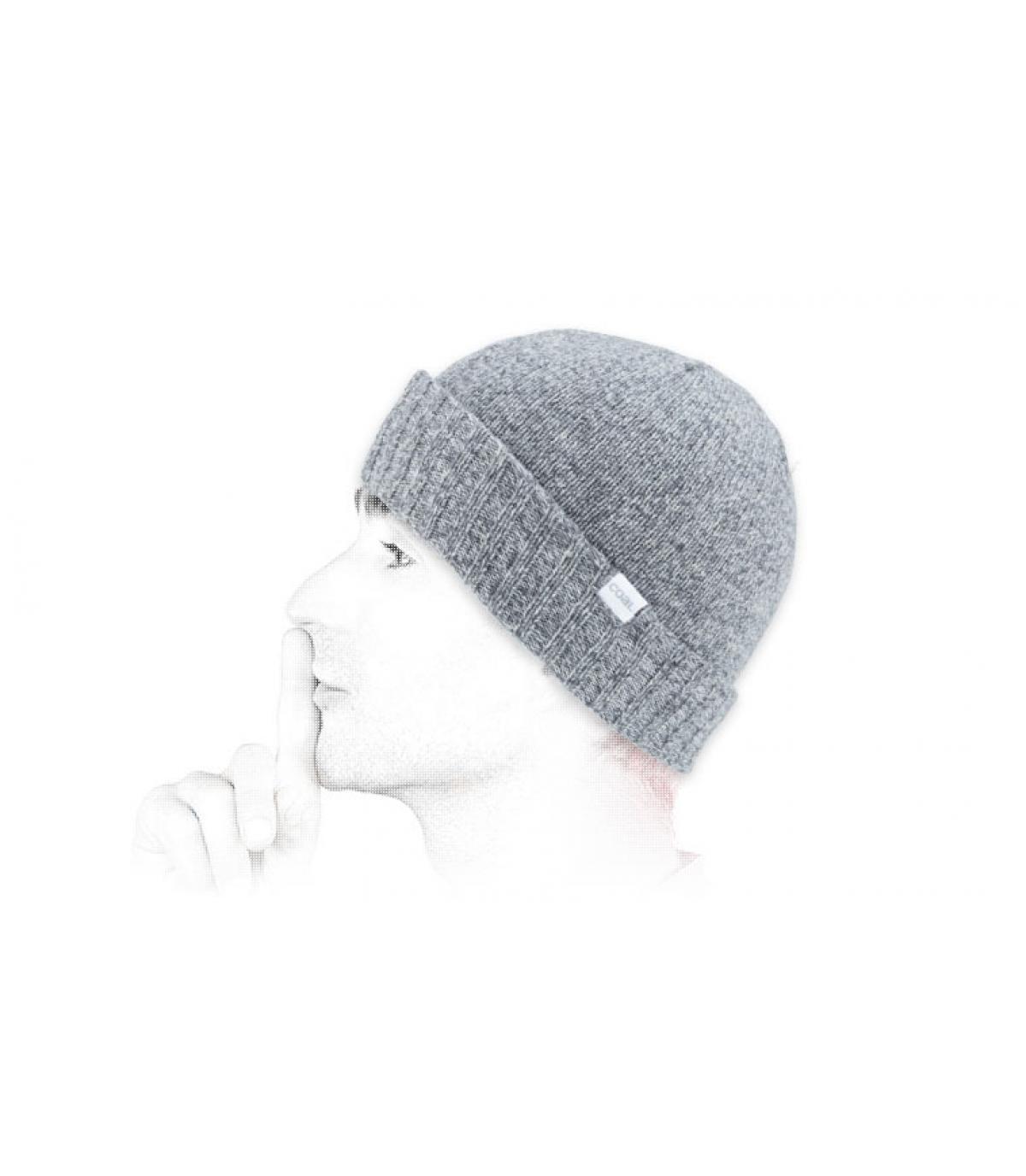 Carbone berretto di lana grigio