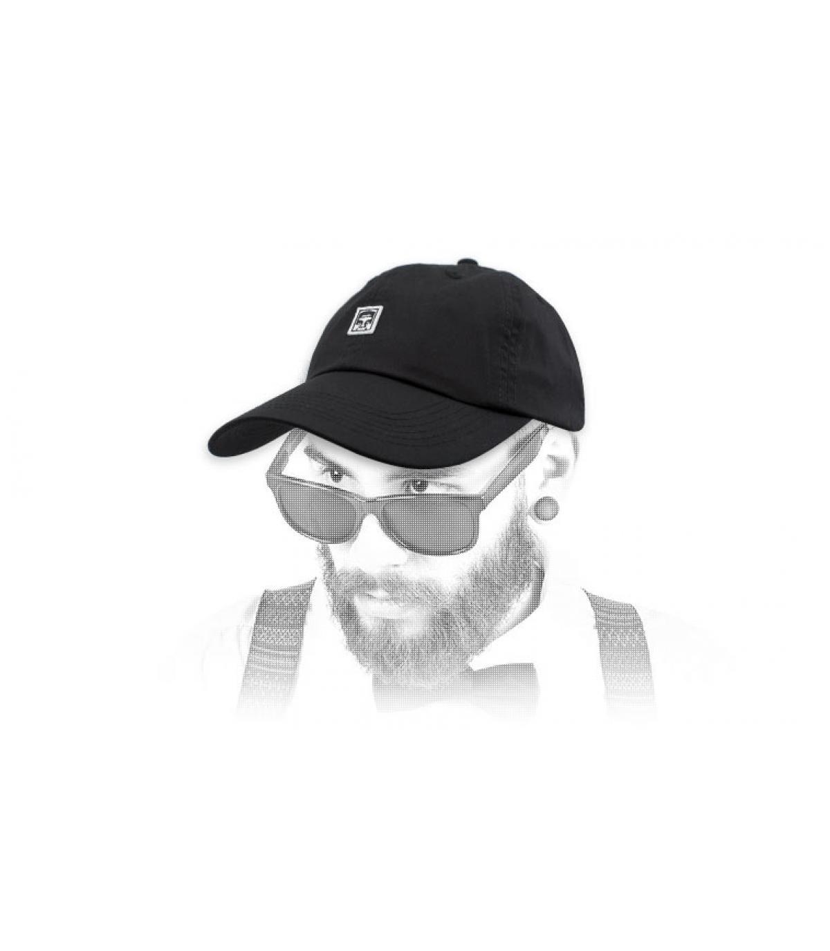 Obey il berretto nero gigante