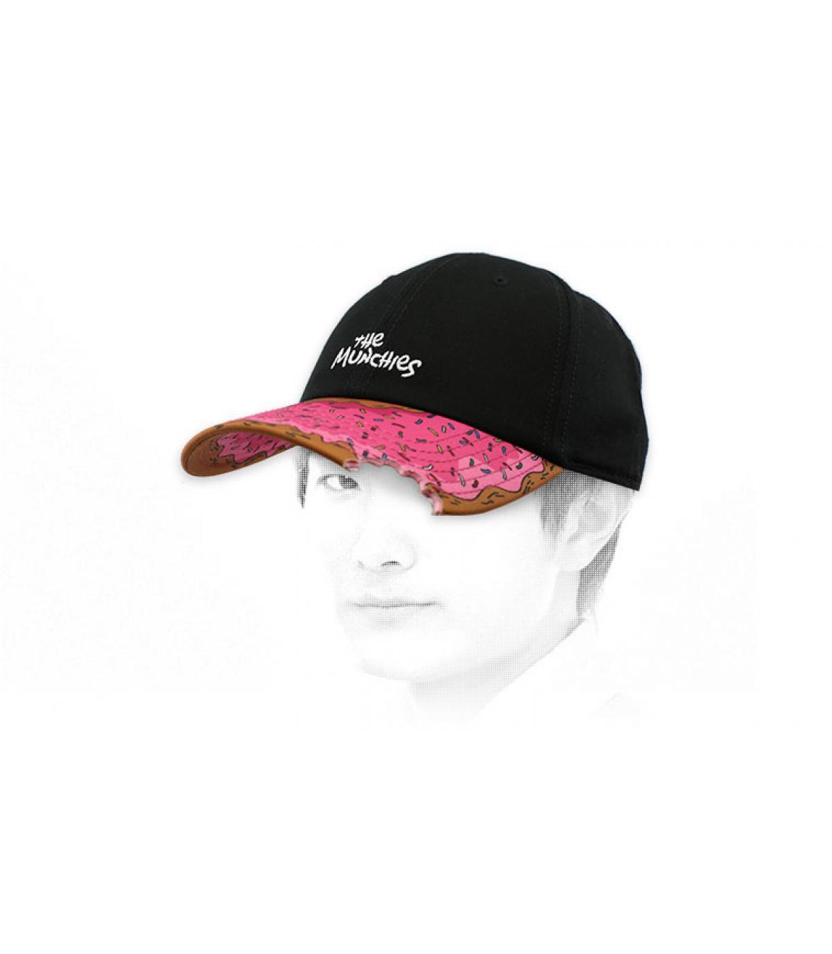 cappello nero ciambella rosa